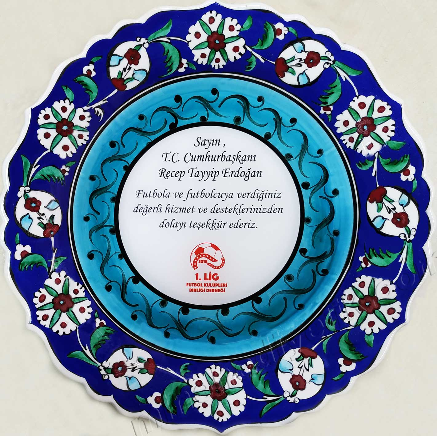 Cumhurbaşkanı Recep Tayyip Erdoğan'ı Ziyaret Anısına Plaket Çini Tabak