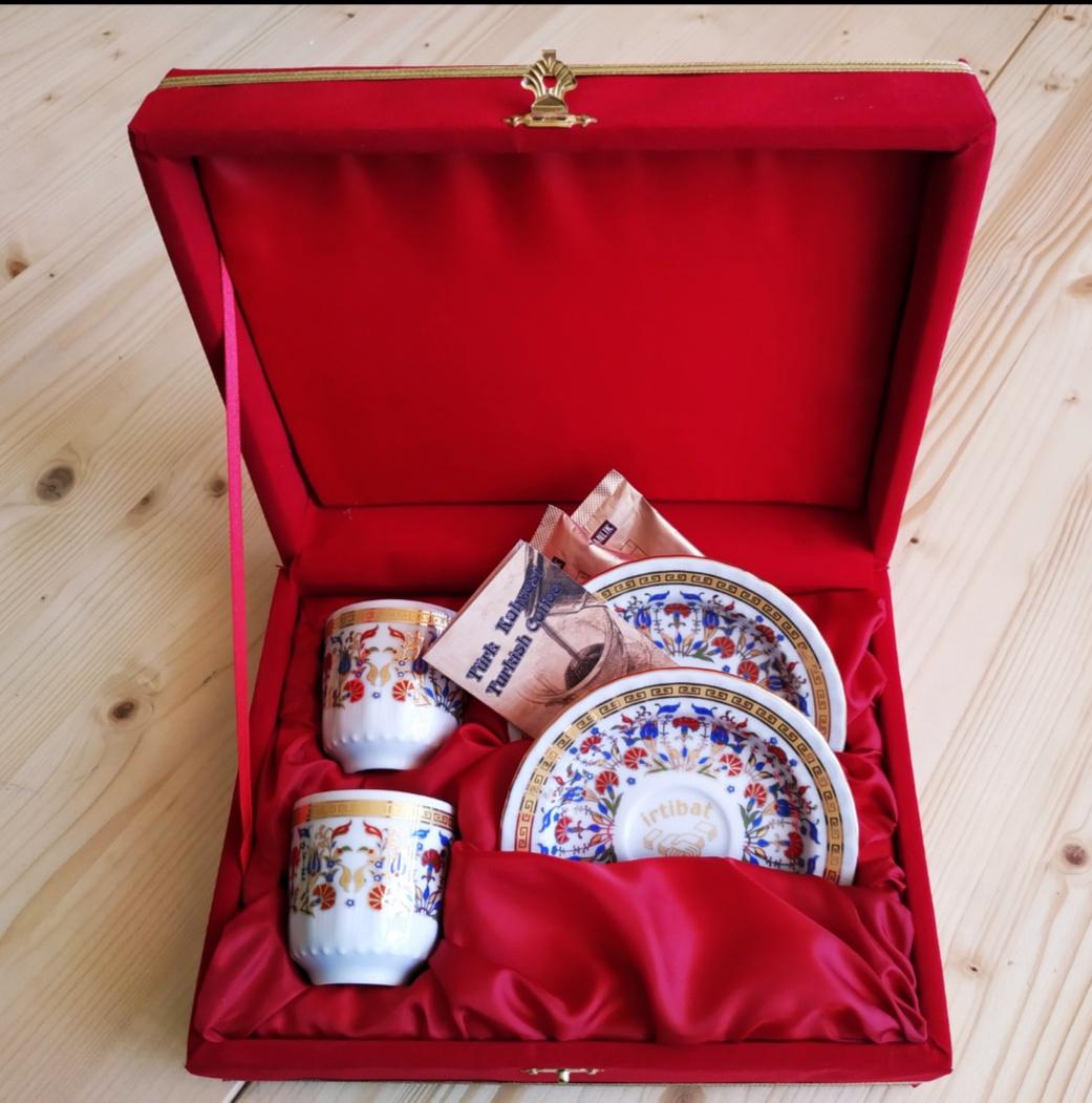 Kırmızı Kadife Kutulu Kahve Takımları Logo Baskılı Fincanlar promosyon fincan seti kurumsal baskılı