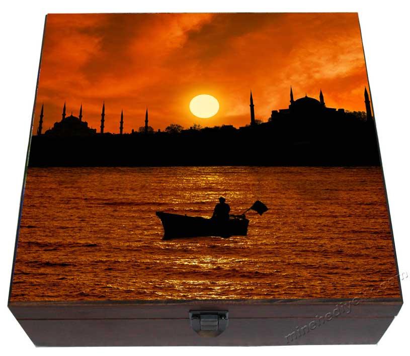 Türkiye Hatırası Vip Kurumsal Hediyeler İstanbul da Gün batımı  Manzaralı Türk Kahvesi Fincan Keyif Fincan Takımları Özel Tasarım Ahşap Kutuda kaliteli Hediyelikler