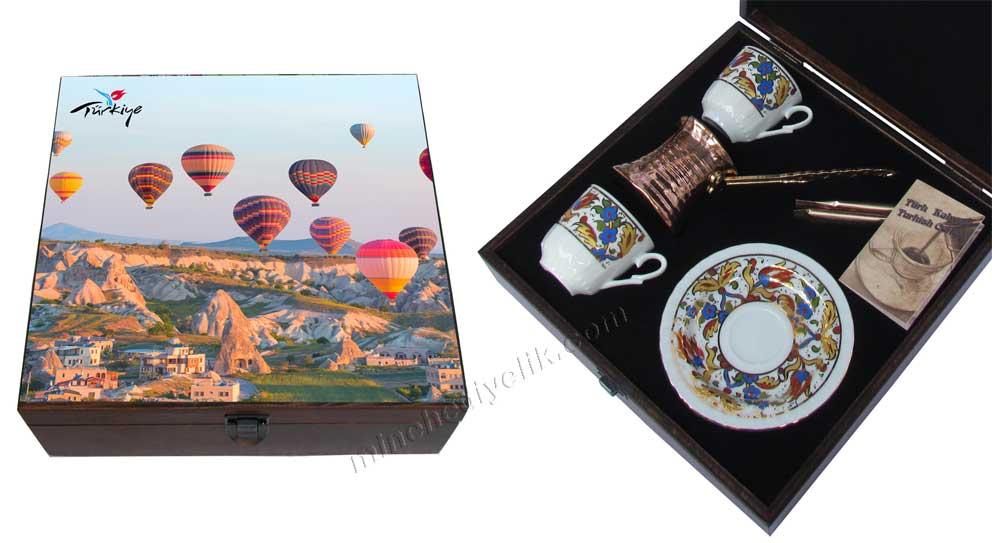 Türkiye Hatırası Kapadokya da Balon resimli Türk Kahve Seti Hediye amaçlı logolu otantik anadolu  değerleri kaliteli hediyelik eşyalar İstanbul Hediyelik eşya mağazası