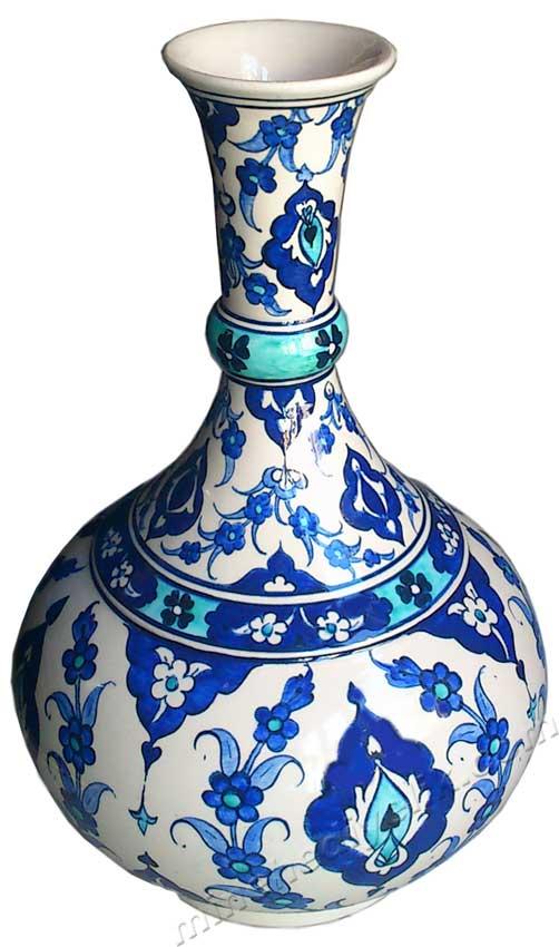 El Emeği Göz Nuru Geleneksel Anadolu Sanatları. Türkiye yi temsil edebilecek en güzel sanatsal hediyeler el yapımı göz doyuran yıllarca kalıcı hediyelik çini vazo modelleri hediyelik Kütahya çinisi mavi vazo logolu