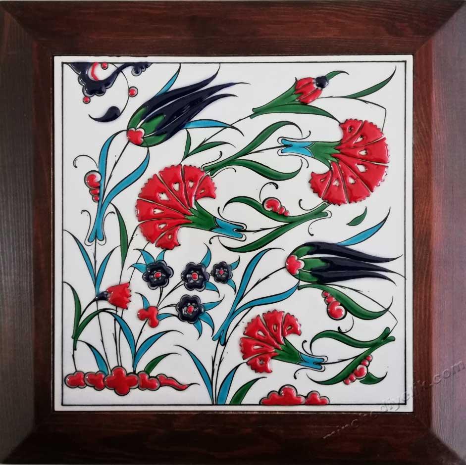 Karanfil Desen Lale Desenli Çini ve Seramik Hediyelik Panolar Şirket Çalışanlarına Hediye Amaçlı Çerçeveli Kutulu Panolar Hediyelik Dekoratif çiniler Çerçeveli hediyelik çiniler Osmanlı dekorasyon ürünleri