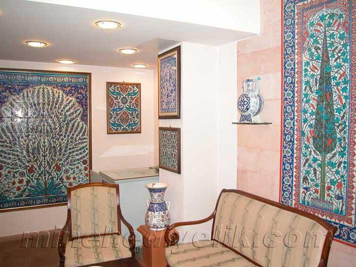 Osmanlı tarzı dekorasyon amaçlı İznik ve Kütahya Çinileri çini pano atölyesi el yapımı karolar ve panolar mimari restorasyon amaçlı çiniler