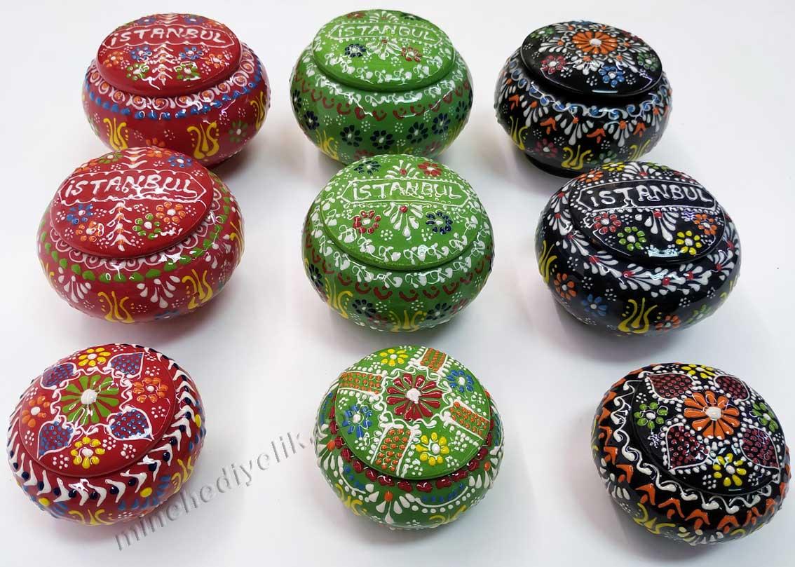 Türkiye ve İstanbul a özgü kültürel ve yöresel el yapımı hediyeler dekoratif Kütahya çini şekerlik modelleri