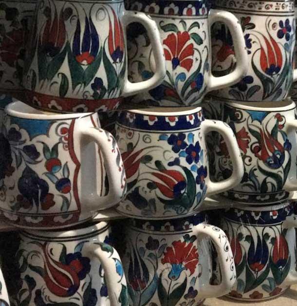 Çini desenli seramik kupa ve bardaklar kullanım amaçlı sağlıklı kurşunsuz el işi dekoratif hediyelik eşyalar