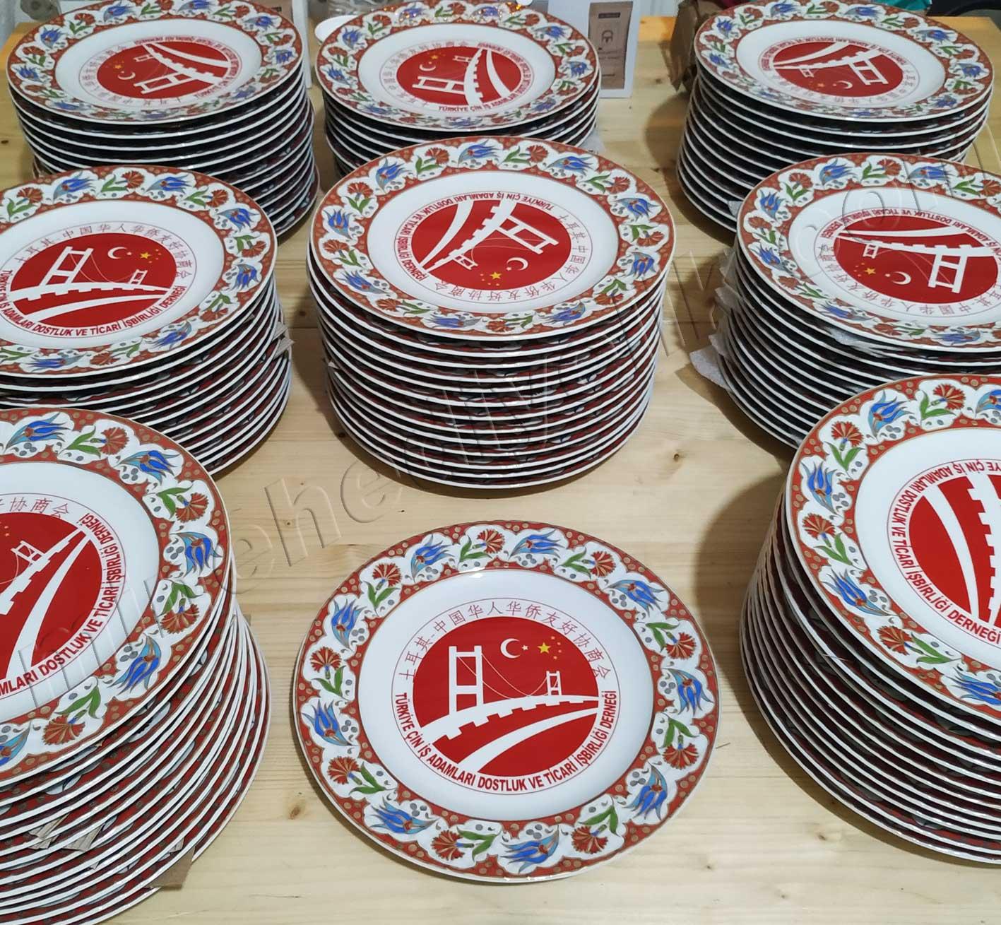 Çin Türk İş Adamları Derneği Plaket Porselen Tabak Logolu protokol hediyesi