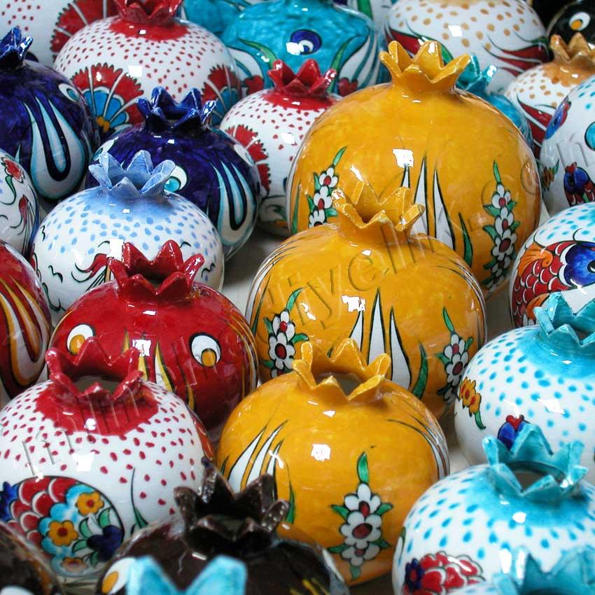 Çini Nar Desenleri Motifleri Yabancı misafirlere yönelik Türkiye Hatırası Hediyelikler Kurumsal Promosyon Hediyelik tarihi ve kültürel Hediyelik Eşyalar geleneksel sanatsal hediyeler