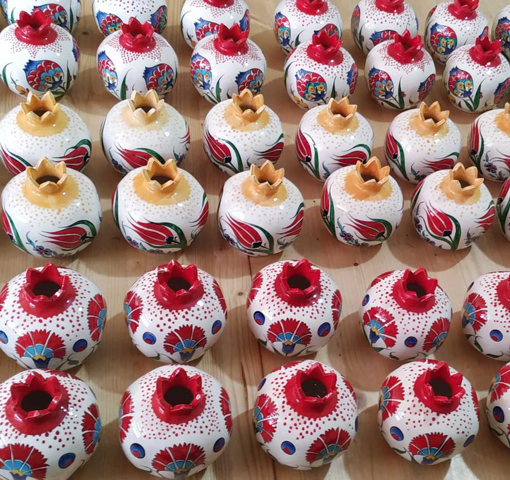 Klasik Çini Nar Desenleri Motifleri Modelleri Osmanlı İznik ve Kütahya Çinileri Kurumsal Promosyon Hediyelik tarihi ve kültürel Hediyelik Eşyalar geleneksel sanatsal hediyeler